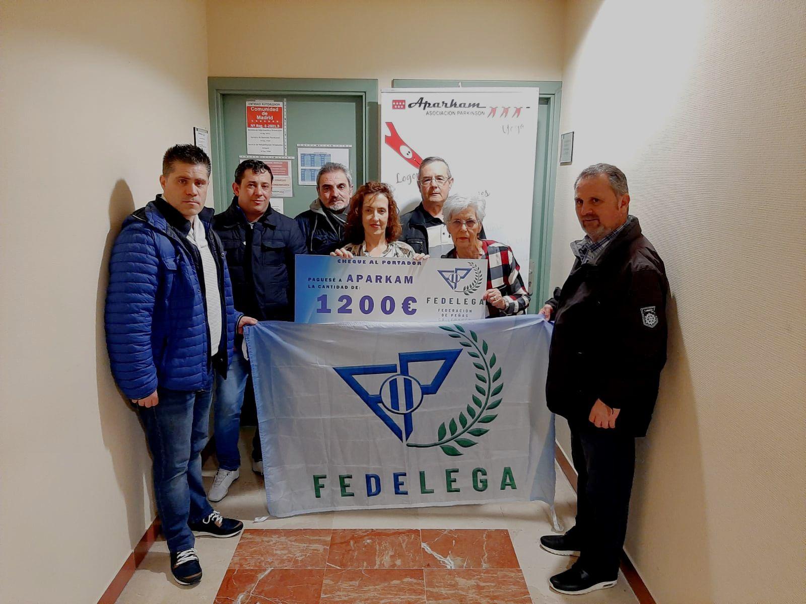 La Federación de Peñas del CD Leganés dona 1200 euros a la asociación párkinson